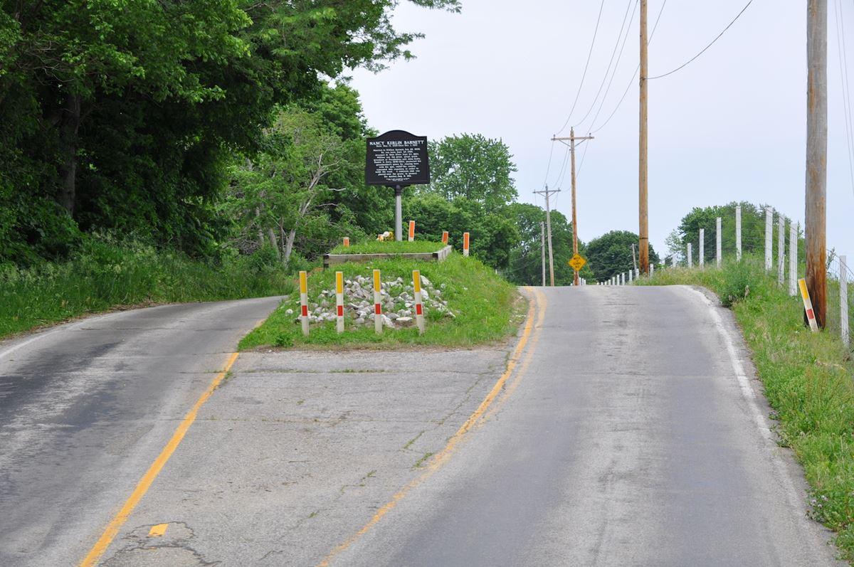 Um cemitério no meio da estrada
